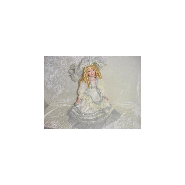 Porcelænsdukke råhvid kjole med grå flæser